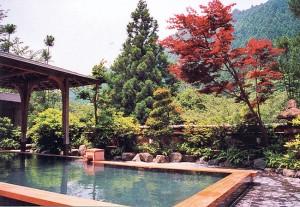 Zona exterior (rotemburo) del onsen de Kurama, al norte de Kioto.