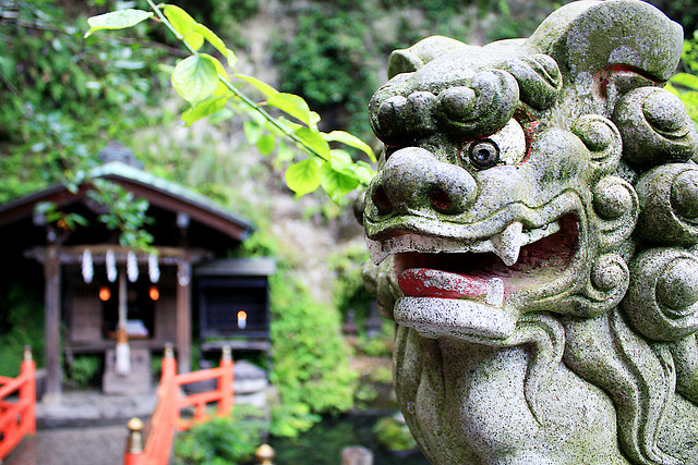 Imagen del dragón que está en la entrada del Templo Tokeji en Kamakura
