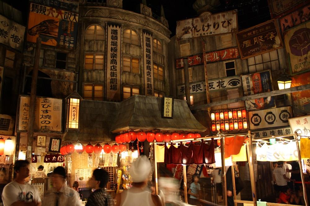 Imagen nocturna del festival de verano O-Bon en Kioto