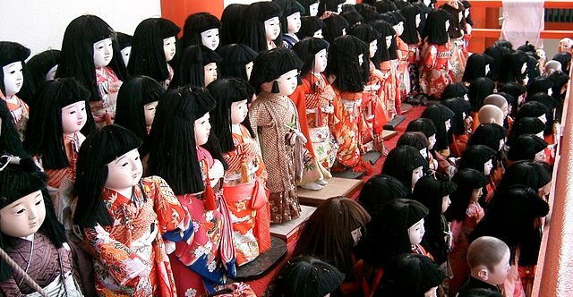 Hinamatsuri contra los espirítus malignos en Awashijima Jinja